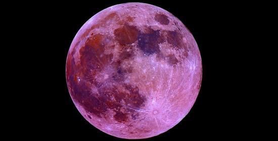 Il 2 giugno torna la luna rosa. E a luglio appuntamento con la luna blu